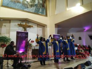 """La chiesa di San Pio X di Iglesias s'è riempita ieri sera (550 persone sedute, almeno 150 in piedi) per il concerto gospel del gruppoJP & the Soul Voices, ultima tappa della rassegna """"Gospel Explosion""""."""