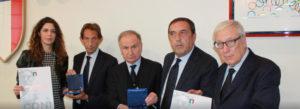 Il presidente Fip Giovanni Petrucci ha consegnato la Stella di Bronzo Coni a Bruno Perra, presidente del Comitato regionale Sardegna della Fip.