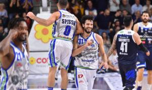 La Dinamo supera la Germani 76 a 70 (primo tempo 39 a 42) e ritorna al secondo posto in classifica, alle spalle della Virtus Bologna.