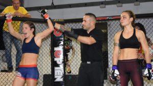 L'atleta del team Tarantini Michela Demontis ha vinto il match di Mma contro Martina Rindi, al Fight club championship 5 di Sassari.
