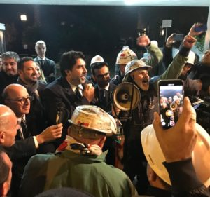 """I lavoratori Eurallumina festeggiano il via libera alla """"VIA"""" e fanno la cronistoria della lunga fase procedurale."""