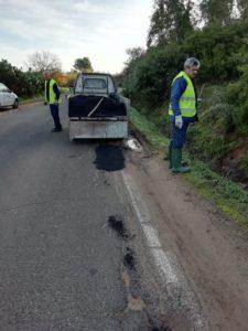 Gli operai della So.Mi.Ca. sono impegnati nei lavori di riparazione delle buche stradali in diverse vie di Carbonia.