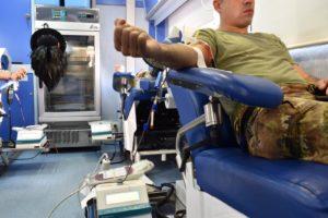 """I """"Diavoli rossi"""" della """"Brigata Sassari"""" e dell'Avis di Teulada hanno donato il sangue a favore dell'ospedale """"Giuseppe Brotzu"""" di Cagliari."""