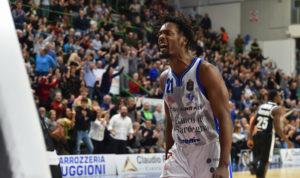 Una super Dinamo Banco di Sardegna ha travolto anche la capolista Virtus Segafredo Bologna: 91 a 77!