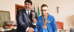 Il presidente della Regione Christian Solinas ha ricevuto a Villa Devoto Fabrizio Pinna, il giovane olbiese Campione Italiano di agility dog, terzo classificato ai recenti campionati mondiali.