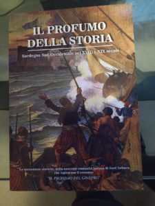 """Sabato 21 dicembre presso la sala consiliare del comune di Sant' Antioco è stato presentato il libro """"Il profumo della storia"""", edito CTE di Iglesias."""