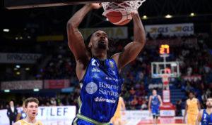 E' un Dyshawn Pierre formato NBA, la Dinamo schiaccia Pesaro 107 a 82, nona vittoria consecutiva.