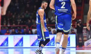 """Dinamo """"settebello"""", settima vittoria consecutiva in campionato a Pistoia, 78 a 70, con Marco Spissu straordinario, infallibile al tiro, migliore in campo."""