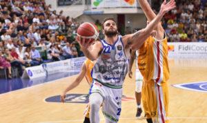La Dinamo in campo alle 18.00 a Pesaro, insegue la nona vittoria consecutiva.