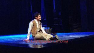 """Il pubblico del Teatro Centrale è stato conquistato dal monologo """"La luna e i falò"""" di Andrea Bosca"""