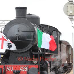 """Centinaia di persone, a Carbonia, hanno fatto un """"tuffo nel passato"""" con il treno a vapore 740-423"""