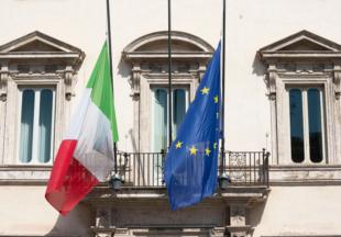 Bandiere a mezz'asta oggi a Palazzo Chigi e in tutti gli uffici pubblici, in segno di lutto per le vittime del Coronavirus