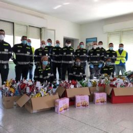 I volontari della Protezione civile di Fluminimaggiore ieri hanno iniziato la distribuzione delle uova pasquali