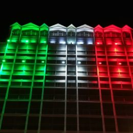 La sede Enel di Cagliari illuminata con il Tricolore