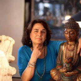 © pigi cipelli   13�72006  Milano  Manuela Pompas con il figlio Francesco fotografati nella loro casa a Milano.