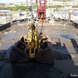 Prosegue il dragaggio del canale di Sant'Antioco. Curiosità e segreti dall'interno della motonave Argo – di Federica Selis