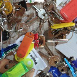 Alcune decine di operatori titolari di partite iva, stremati dalla crisi, hanno deciso di consegnare le chiavi al sindaco di Gonnesa