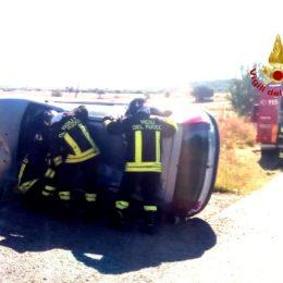 Un'auto è finita fuori strada sulla Pedemontana Sud all'altezza della diga del Cixerri, sul posto VVF, l'elisoccorso e operatori del 118