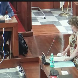 La caduta delle stelle, a Carbonia, continua. Anche la neoeletta Carla Cannas passa all'opposizione, ora è 12 a 12, Paola Massidda tiene in vita la consiliatura