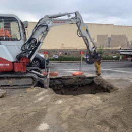 Stamane sono ripresi i lavori di riparazione del guasto verificatosi sulla condotta idrica in via Stazione, a Carbonia