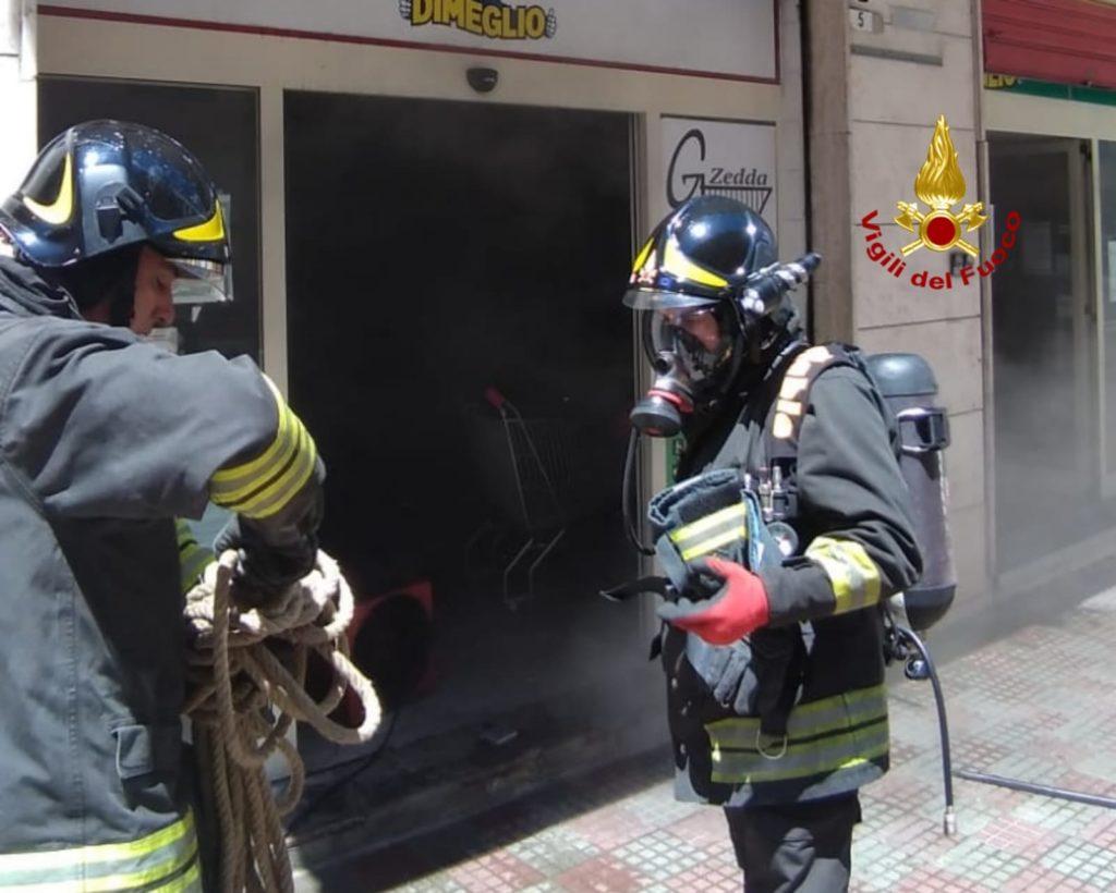 A Cagliari i vigili del fuoco sono intervenuti in un ...