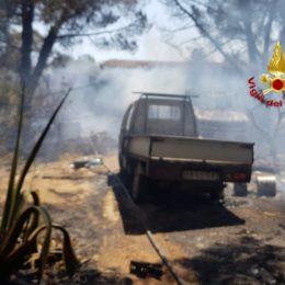 Vasto incendio nelle campagne di Uta, sul posto il Corpo forestale ed i vigili del fuoco