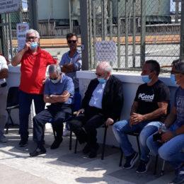 Il vescovo di Iglesias stamane ha fatto visita ai lavoratori Sider Alloys, a Portovesme