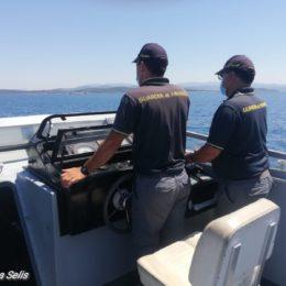 """A bordo del Guardiacoste della GDF """"G204 Finanzieri Garulli"""", in prima linea sul fronte degli sbarchi – di Federica Selis"""