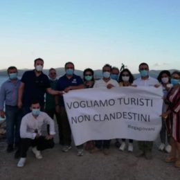 L'on. Michele Ennas ed il coordinatore della Lega Sardegna Eugenio Zoffili a Porto Pino: «Vogliamo turisti non clandestini!»