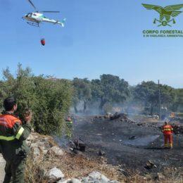 """E' stato domato alle 16.40 l'incendio sviluppatosi oggi a Carbonia, in località""""Caput Acquas"""""""