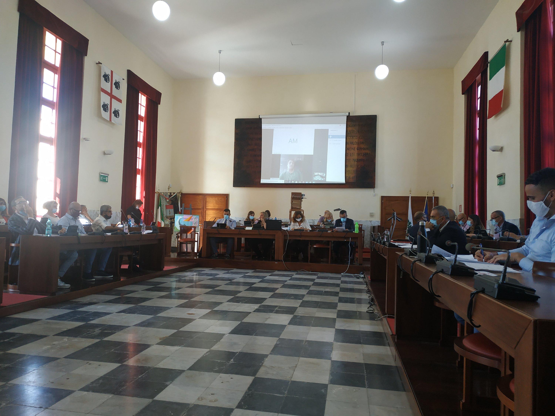 È in corso la riunione del Consiglio comunale di Carbonia convocata per l'esame della mozione di sfiducia presentata nei confronti del sindaco Paola Massidda