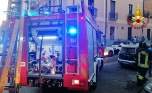 Cagliari: incendio al piano terra di una palazzina, sul posto i vigili del fuoco