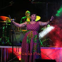 Calasetta ha ammirato Claudia Aru, cantautrice dalle mille sfaccettature, personalità poliedrica