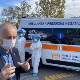 E' stata consegnata stamane al Policlinico di Monserrato, la prima di due ambulanze a pressione negativa acquistate dall'Aou di Cagliari