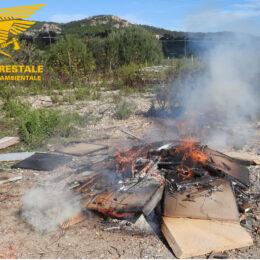 Un operaio edile è stato deferito all'Autorità giudiziaria, a Carbonia, per il reato di combustione di rifiuti