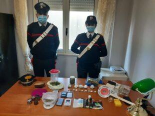 I carabinieri di Siliqua hanno arrestato un 17enne del posto trovato in possesso, a seguito di perquisizione personale, di 180 grammi di marijuana